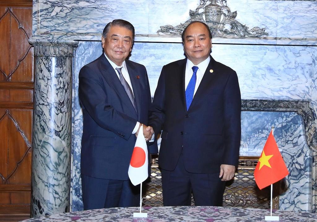 Thủ tướng Nguyễn Xuân Phúc hội kiến với Chủ tịch Hạ viện Nhật Bản Tadamori Oshima. Ảnh VGP