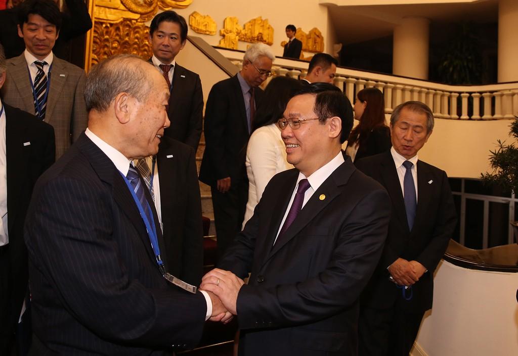 Phó Thủ tướng Vương Đình Huệ và Phó Chủ tịch FEC Yoshihiko Nakagaki. Ảnh: VGP