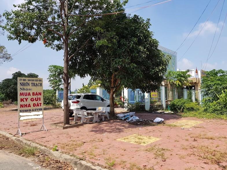 Một địa điểm giao dịch đất Nhơn Trạch vắng người.
