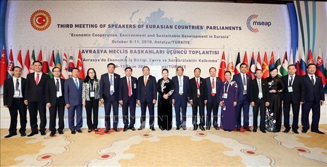 Chủ tịch Quốc hội Nguyễn Thị Kim Ngân và các đại biểu Đoàn đại biểu cấp cao Quốc hội Việt Nam. Ảnh: TTXVN