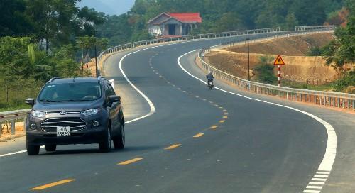 Quốc lộ Hòa Lạc - Hòa Bình rộng 12 m, vận tốc tối đa 80 km/h.