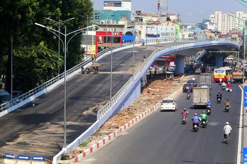 Cầu vượt nút giao An Dương- đường Thanh Niên.