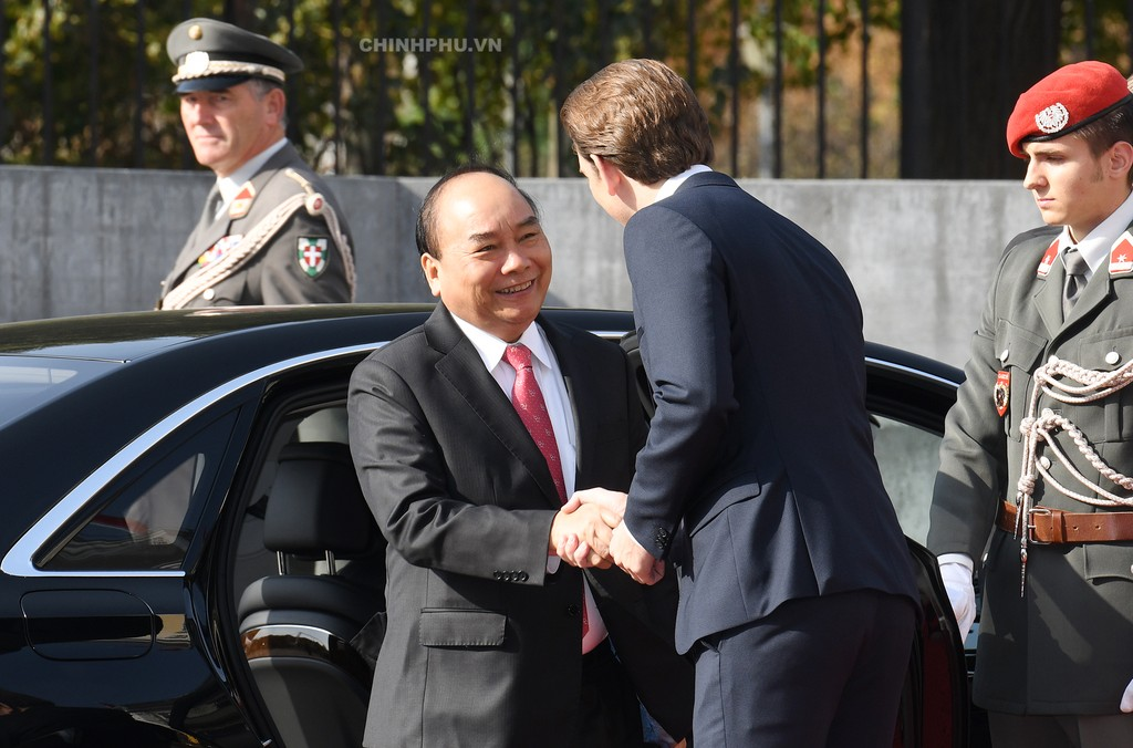 Chùm ảnh: Thủ tướng Cộng hòa Áo đón và hội đàm với Thủ tướng Nguyễn Xuân Phúc - ảnh 1