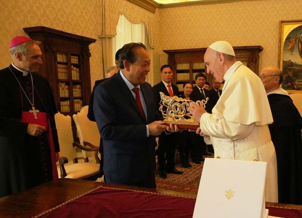 Phó Thủ tướng Trương Hòa Bình hội kiến Giáo hoàng Francis - ảnh 1