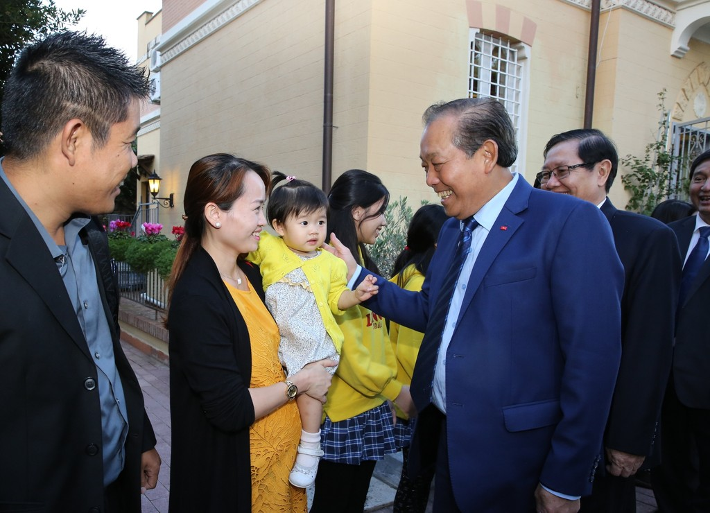 Phó Thủ tướng Thường trực Chính phủ Trương Hòa Bình gặp gỡ kiều bào tại Italia. Ảnh: VGP