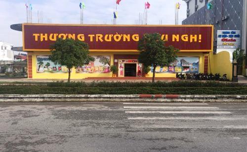 """Thương Trường Hữu Nghị - một trong những cửa hàng chuyên phục vụ khách Trung Quốc theo """"tour 0 đồng""""."""