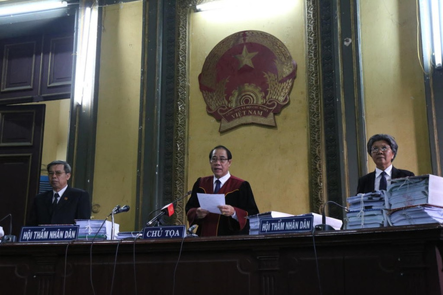 Phiên tòa xét xử vụ tranh chấp giữa Công ty cổ phần Ánh Dương Việt Nam (Vinasun) kiện Công ty TNHH GrabTaxi Việt Nam (Grab)