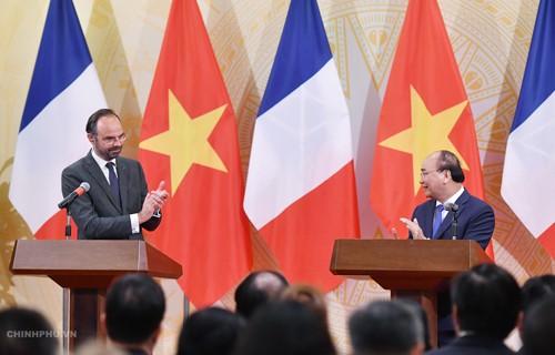 Thủ tướng Nguyễn Xuân Phúc hoan nghênh việc Thủ tướng Pháp thăm Điện Biên Phủ - ảnh 2