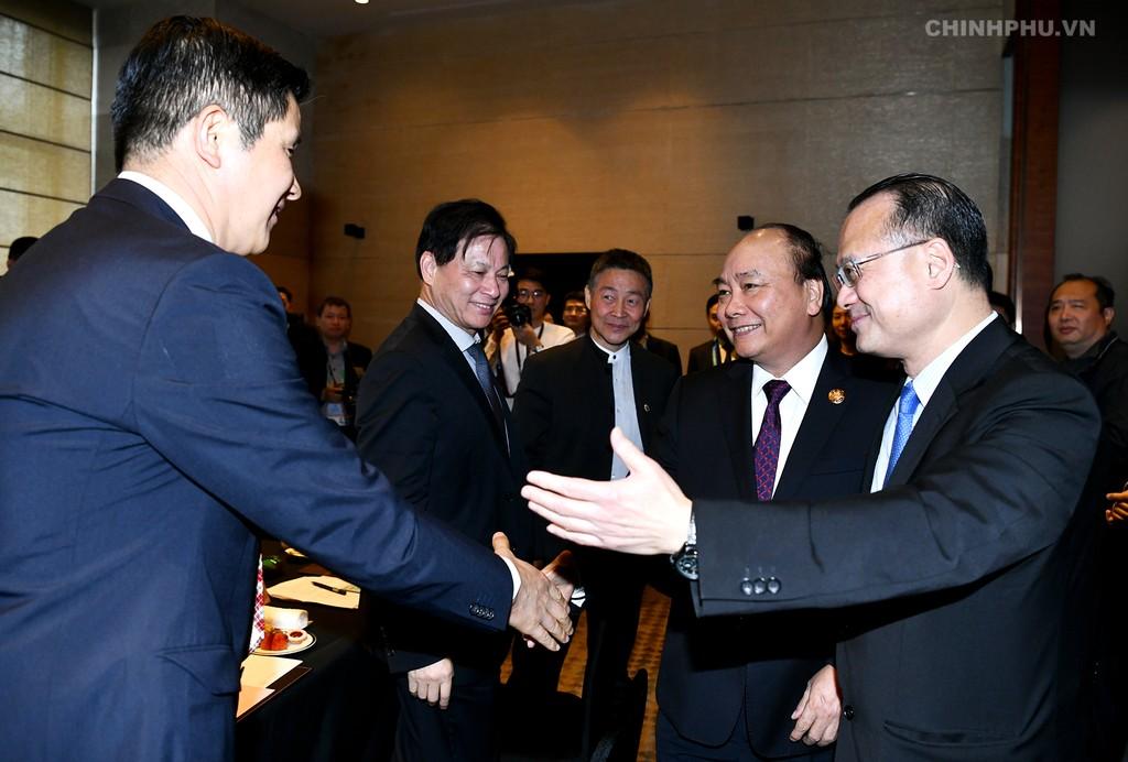 Thủ tướng Nguyễn Xuân Phúc đến dự cuộc tọa đàm với các tập đoàn hàng đầu Trung Quốc. Ảnh: VGP