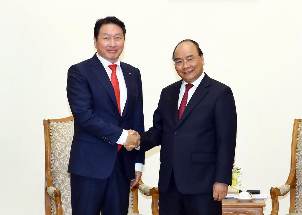Thủ tướng Nguyễn Xuân Phúc tiếp Chủ tịch Tập đoàn SK Hàn Quốc, ông Chey Tae-won. Ảnh: VGP