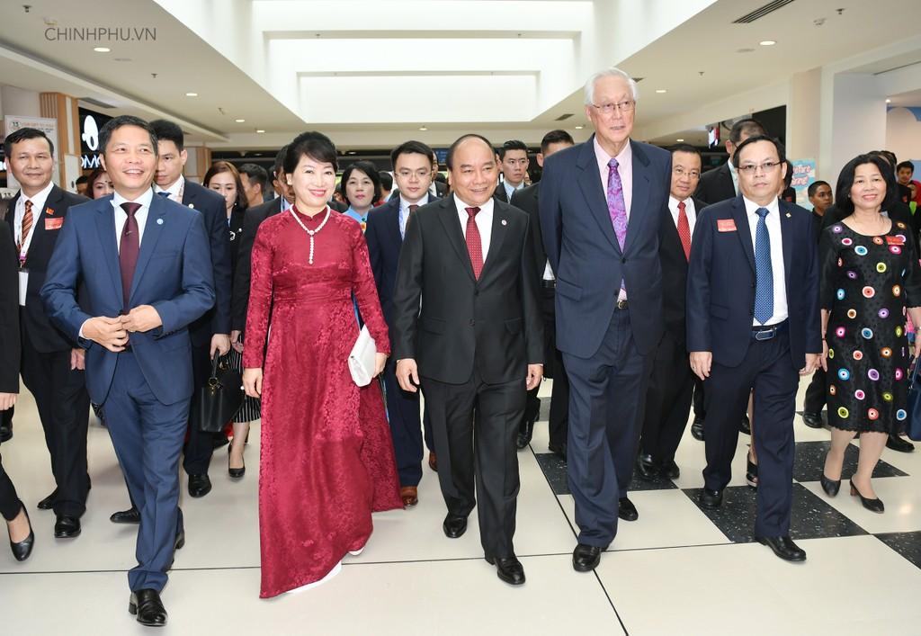 Thủ tướng khai trương sự kiện đặc biệt quảng bá hàng Việt tại Singapore - ảnh 1