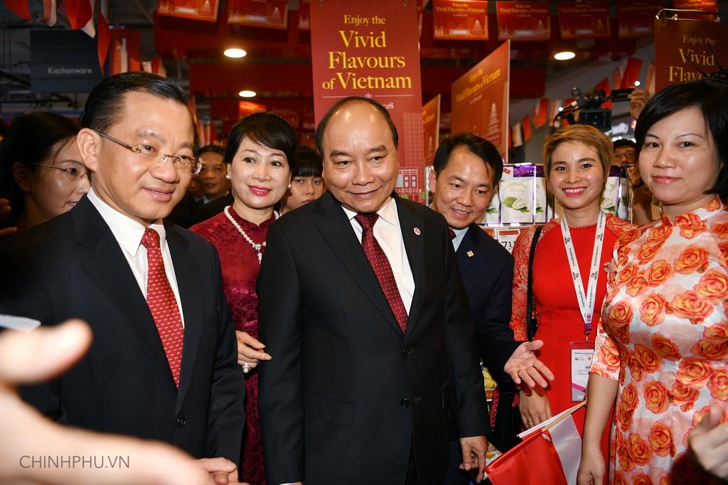 Thủ tướng khai trương sự kiện đặc biệt quảng bá hàng Việt tại Singapore - ảnh 2