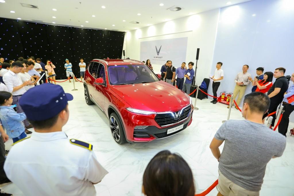 Khách Sài Gòn quyết mua xe máy điện thông minh VinFast chỉ sau… 5 phút bàn bạc - ảnh 7