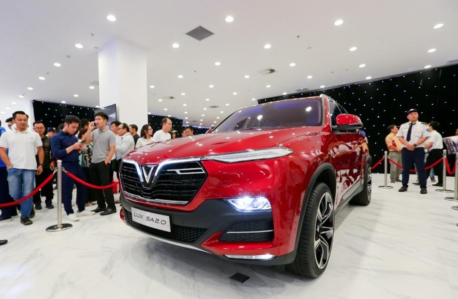 Khách Sài Gòn quyết mua xe máy điện thông minh VinFast chỉ sau… 5 phút bàn bạc - ảnh 9