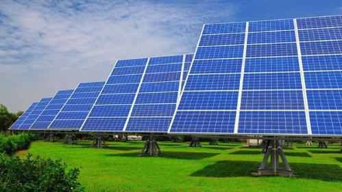 Ồ ạt đầu tư vào điện mặt trời để hưởng ưu đãi - ảnh 1