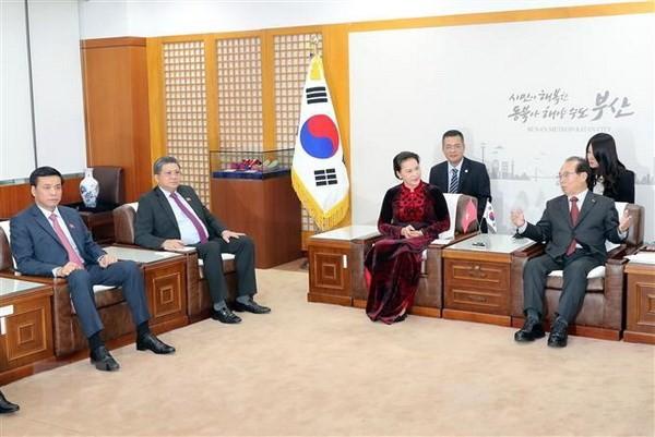 Chủ tịch Quốc hội Nguyễn Thị Kim Ngân tiếp Thị trưởng TP. Busan, ông Oh Keo-don. Ảnh: TTXVN