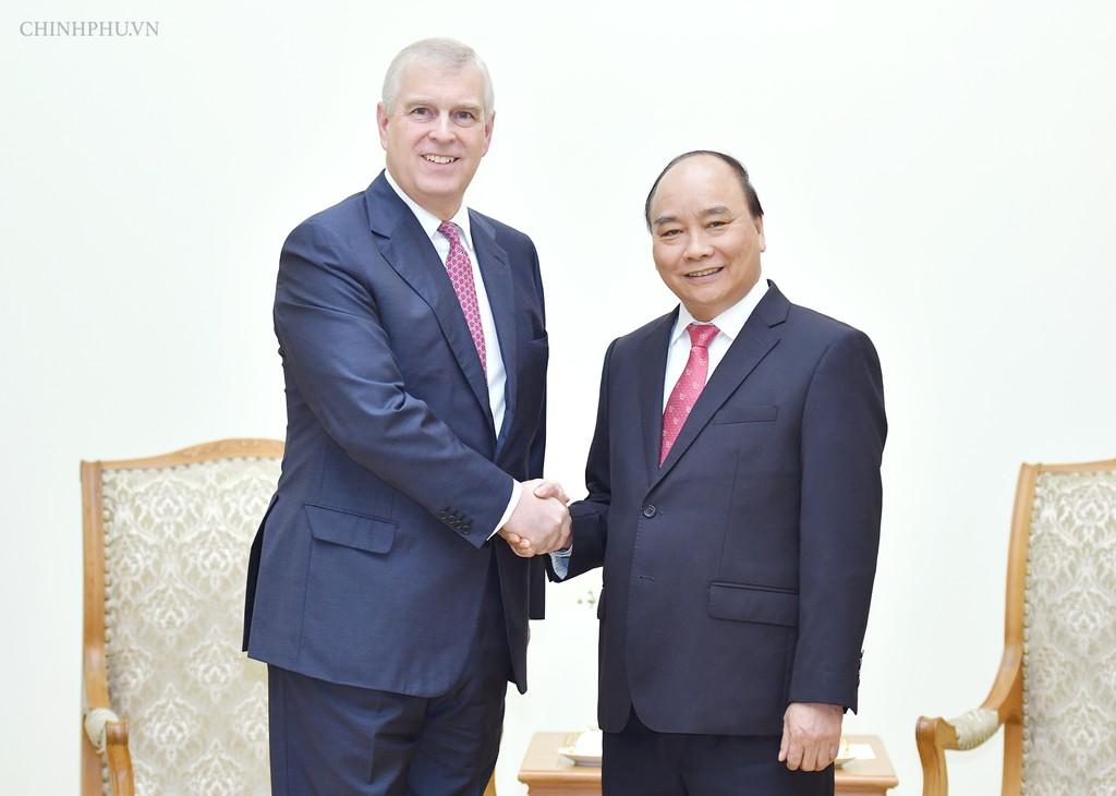 Thủ tướng Nguyễn Xuân Phúc tiếp Công tước xứ York-Hoàng tử Anh Andrew. Ảnh: VGP