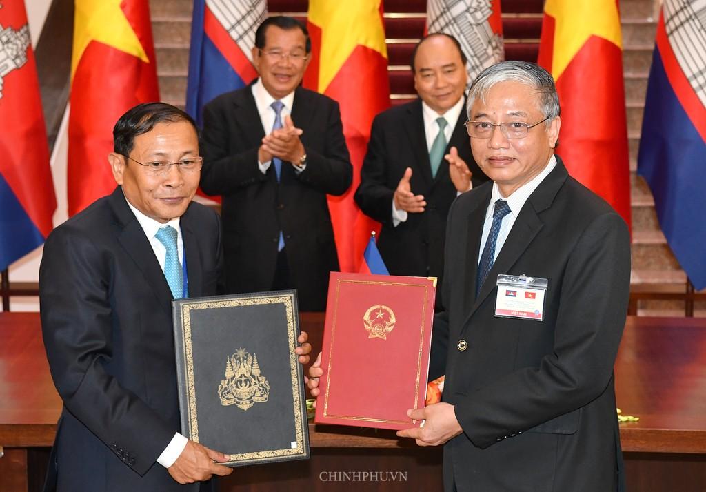 Chùm ảnh: Thủ tướng Nguyễn Xuân Phúc đón, hội đàm với Thủ tướng Campuchia - ảnh 10