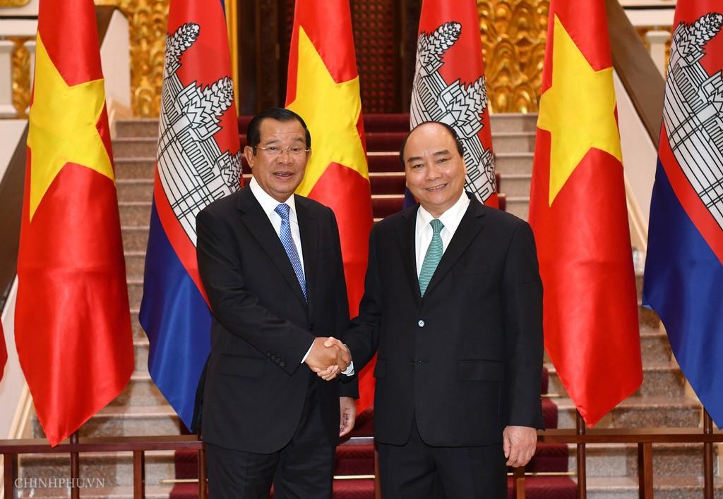 Chùm ảnh: Thủ tướng Nguyễn Xuân Phúc đón, hội đàm với Thủ tướng Campuchia - ảnh 4