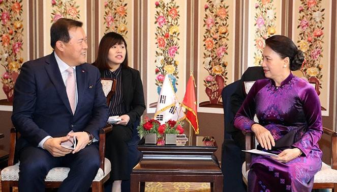 Chủ tịch Quốc hội Nguyễn Thị Kim Ngân tiếp lãnh đạo Tập đoàn CJ  Hàn Quốc. Ảnh: Đại biểu nhân dân