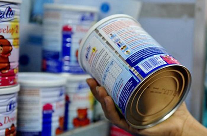 8 doanh nghiệp sữa vẫn được công nhận cách kê khai mã số mặt hàng chất béo khan từ sữa / bơ mà không bị truy thu thuế. Ảnh: H.H.