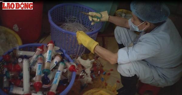 Vụ rác thải y tế tuồn ra ngoài: Bệnh viện Bạch Mai thừa nhận sai phạm - ảnh 2