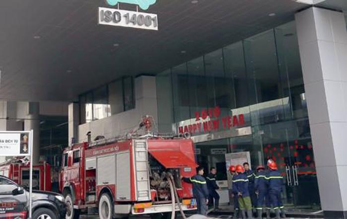 Khói đen bao trùm tòa nhà Toyota Mỹ Đình - ảnh 2