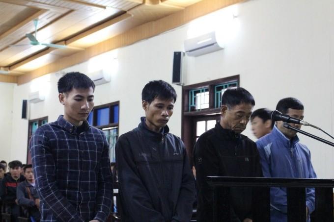 Các  bị cáo trong phiên tòa sơ thẩm.