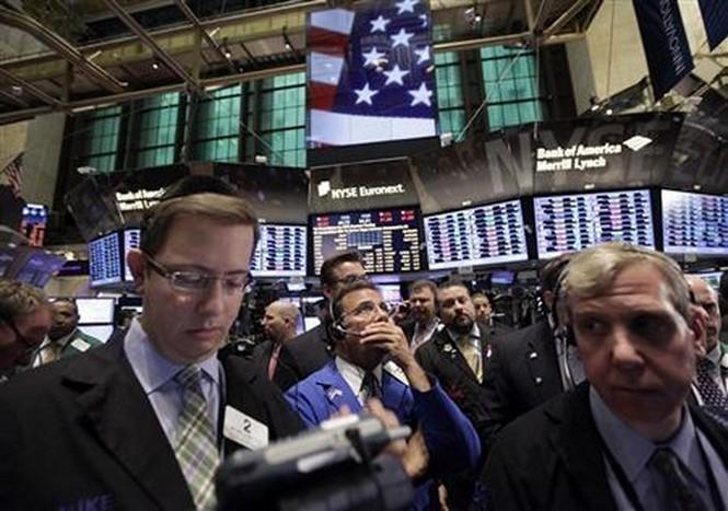 Tính từ đầu năm đến nay, hơn 3.000 tỉ USD đã bị quét khỏi thị trường chứng khoán toàn cầu - Ảnh: Reuters