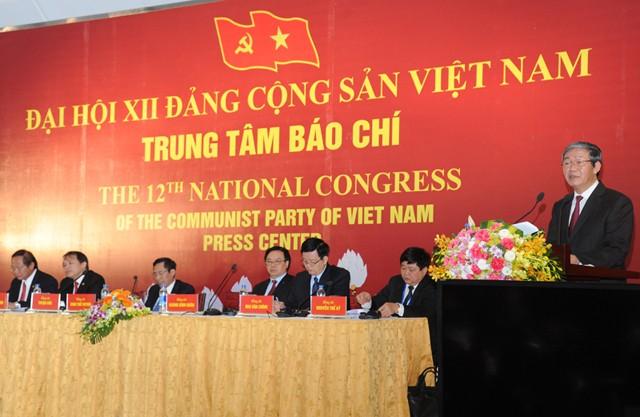 Ông Đinh Thế Huynh, Trưởng ban Tuyên giáo Trung Ương phát biểu tại buổi họp báo thông báo về Đại hội Đảng Cộng sản Việt Nam lần thứ XII. Ảnh: st