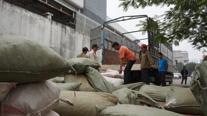 Bắt giữ 10 tấn thuốc bắc Trung Quốc tuồn ra chợ dược liệu ở Hà Nội - ảnh 1