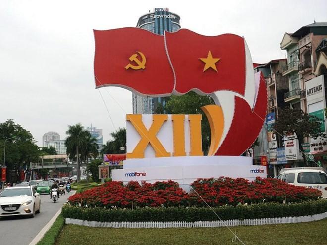 Người dân theo dõi diễn biến của Đại hội XII với hy vọng về một tương lai tươi sáng hơn của dân tộc trên con đường chấn hưng kinh tế và hội nhập có hiệu quả