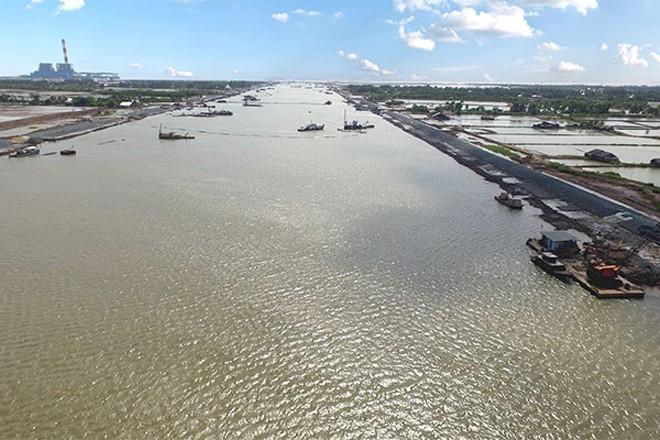 Tuyến luồng sông Hậu được thiết kế cho tàu 10.000 tấn đầy tải, tàu 20.000 tấn giảm tải. Ảnh: Phan Tứ