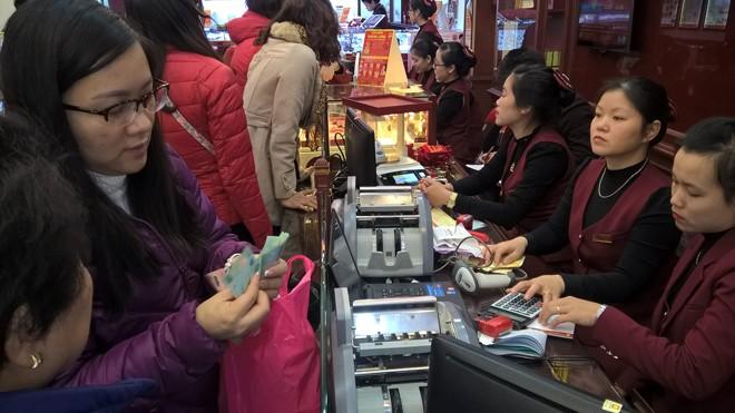 """Thị trường vàng """"nóng"""" trước ngày vía Thần Tài - ảnh 4"""