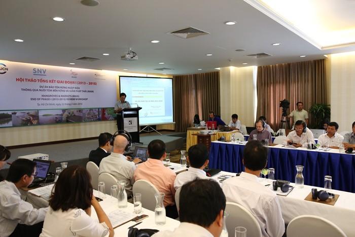 Hội thảo Tổng kết Dự án Bảo tồn rừng ngập mặn dựa vào nuôi tôm bền vững và giảm phát thải. Ảnh: Lê Tiên