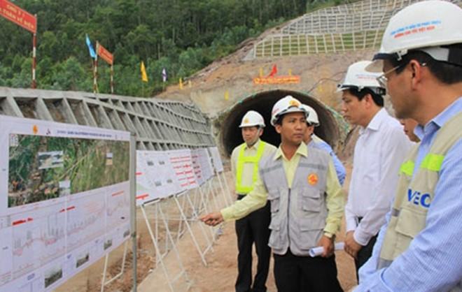 Lãnh đạo Bộ GTVT kiểm tra tiến độ công trình dự án xây dựng đường cao tốc Đà Nẵng - Quảng Ngãi.