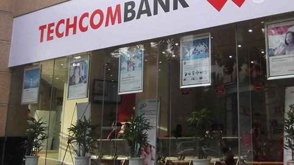 Từng là nhân viên của Techcombank, Nguyễn Anh Tuấn đã giả chữ viết người khác, chiếm đoạt tiền của Techcombank, HSBC, Citibank và SHINHAN
