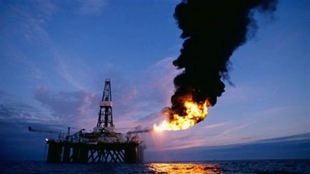 Giá dầu có thể xuống mức 35 USD/thùng trước khi tăng lại vào thời điểm cuối năm nay - Ảnh: The Guardian.