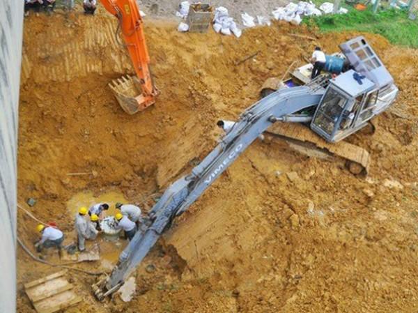 Đường ống nước sạch sông Đà mới vỡ lần thứ 18.