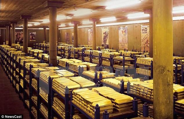Vàng miếng được xếp tại Ngân hàng Trung ương Anh. (Nguồn: dailymail.co.uk)