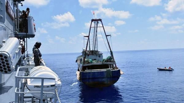 Hạm đội tàu cá hủy diệt Biển Đông của Trung Quốc - ảnh 1
