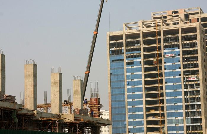 Một số thủ tục liên quan đến cấp Giấy phép xây dựng đang làm kéo dài thời gian chuẩn bị dự án. Ảnh: Lê Tiên
