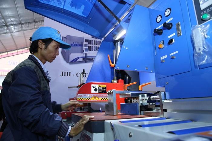 Ứng dụng tiến bộ khoa học - công nghệ là giải pháp phát triển công nghiệp bền vững. Ảnh: Tiên Giang