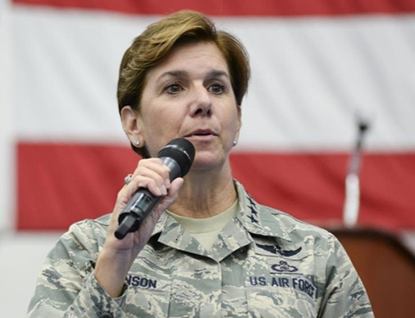 Bà Lori Robinson, chỉ huy Bộ Tư lệnh phương Bắc. Ảnh:Reuters