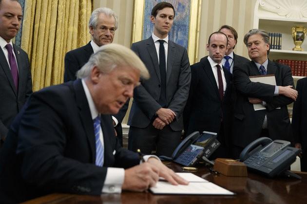 """Phó Thủ tướng Thụy Điển gây """"sốt"""" với bức ảnh lấy ý tưởng từ ông Trump - ảnh 2"""