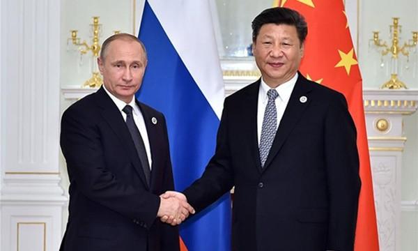 Tổng thống Nga Vladimir Putin bắt tay Chủ tịch Trung Quốc Tập Cận Bình tại Uzbekistan hồi tháng 1/2016. Ảnh:Xinhua