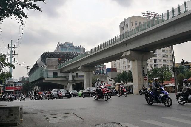 Trải nhiệm Hà Nội từ trên cao qua đường sắt đô thị Cát Linh - Hà Đông - ảnh 3
