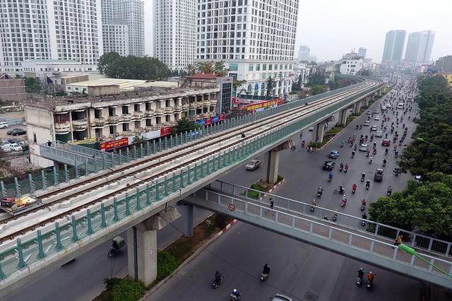 Trải nhiệm Hà Nội từ trên cao qua đường sắt đô thị Cát Linh - Hà Đông - ảnh 7