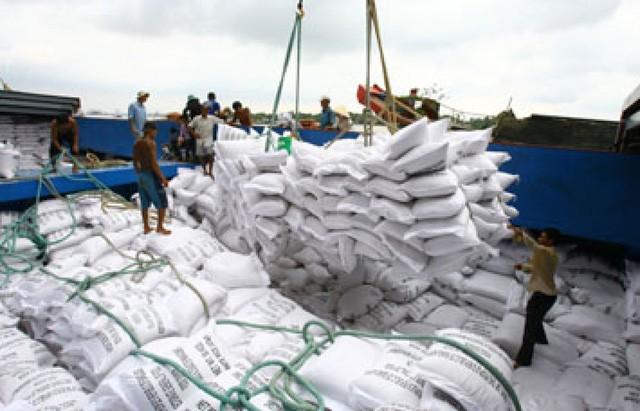 """Bộ Công Thương trước đó đã yêu cầu xác minh thông tin """"xin giấy phép xuất khẩu gạo phải tốn không dưới 20.000 USD""""."""