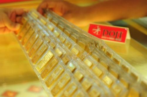 Giá vàng trong nước giảm cả trăm nghìn đồng mỗi lượng trong sáng nay. Ảnh:Lệ Chi.